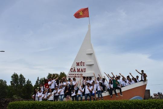 100 bạn trẻ Việt kiều về Đồng bằng sông Cửu Long dự trại hè - Ảnh 12.