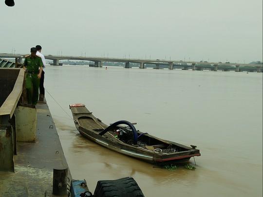 Nổ súng truy đuổi sa tặc trên sông Đồng Nai - Ảnh 1.