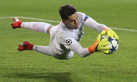 Man City sắp đón thủ môn mới giá 35 triệu bảng - Ảnh 1.