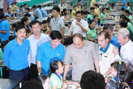 Hình ảnh xúc động của Thủ tướng với công nhân Đồng Nai - Ảnh 14.