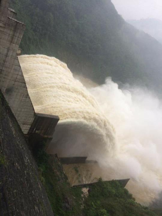 Thủy điện xả lũ, nguy cơ Quảng Nam ngập nặng - Ảnh 1.