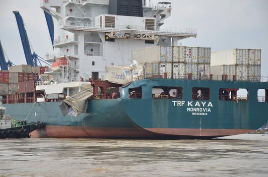 """Hai tàu """"khủng"""" đâm nhau trên sông Đồng Nai, hàng chục người """"hôi của"""" - Ảnh 4."""