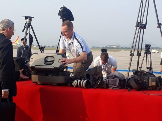 An ninh Việt Nam, Mỹ tất bật trước giờ Không lực Một chở ông  Donald Trump hạ cánh - Ảnh 17.