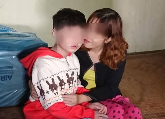Video clip: Trần tình của người mẹ có con bị bố và mẹ kế bạo hành dã man - Ảnh 2.
