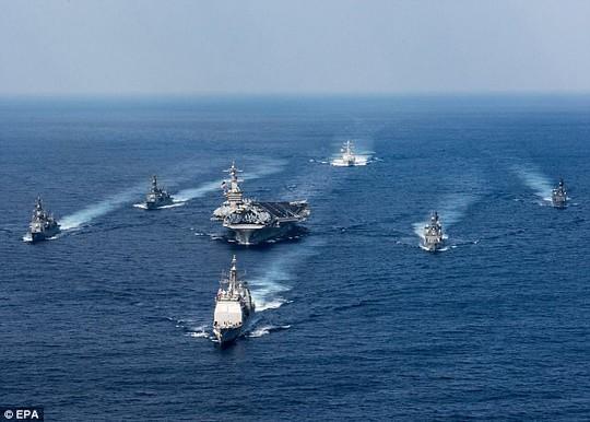 Washington điều nhóm tàu sân bay USS Carl Vinson từ Singapore tới bán đảo Triều Tiên. Ảnh: EPA
