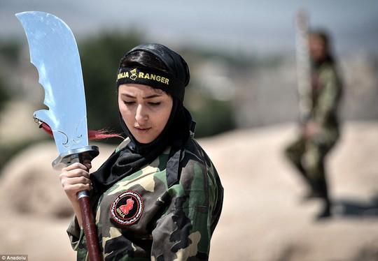 Iran: Đào tạo 4.000 nữ ninja trong sa mạc - Ảnh 9.