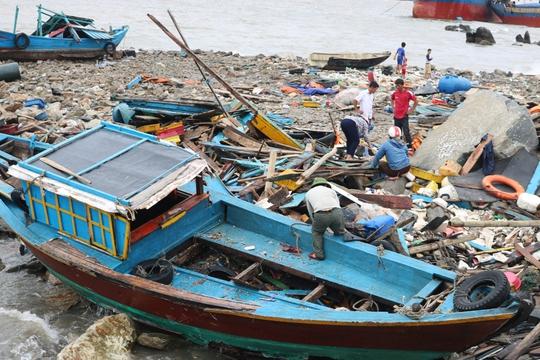 Bão số 2: Tan hoang ở cảng Hòn La sau bão đi qua - Ảnh 2.