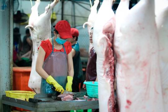 TP HCM: Thịt heo không rõ nguồn gốc đầy chợ đầu mối! - Ảnh 4.