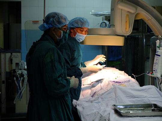Tai nạn làm máu đông bít động mạch, thanh niên suýt mất chân - Ảnh 1.