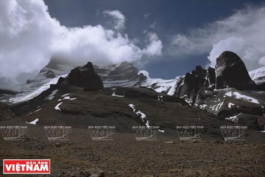 Hành trình chiêm bái ngọn núi thiêng Kailash ở Tây Tạng - Ảnh 3.