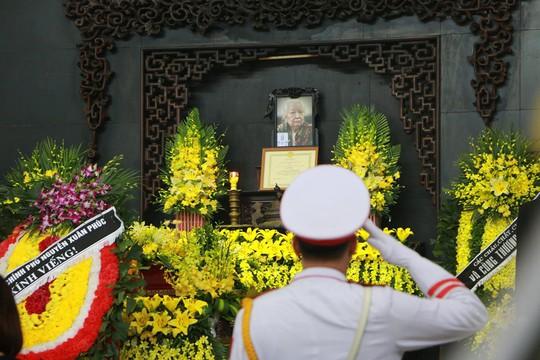 Tổng Bí thư gửi vòng hoa viếng cụ Hoàng Thị Minh Hồ - Ảnh 1.
