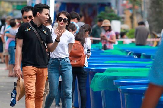 Tưng bừng hội thi cá Koi tại Thảo Cầm Viên - Ảnh 1.