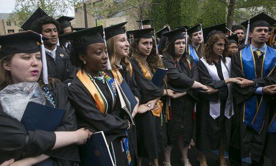 Mỹ: Phó Tổng thống phát biểu, nhiều sinh viên bỏ về - Ảnh 1.