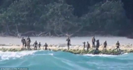 Những hình ảnh hiếm hoi về bộ lạc bí ẩn nhất thế giới. Ảnh: Youtube