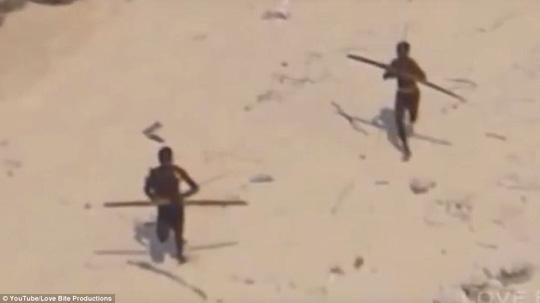 Hình ảnh hiếm hoi về bộ lạc bí ẩn hiếu chiến nhất thế giới