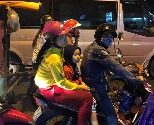 TP HCM: Kẹt xe dữ dội trên đường Ung Văn Khiêm, CSGT bất lực - Ảnh 5.