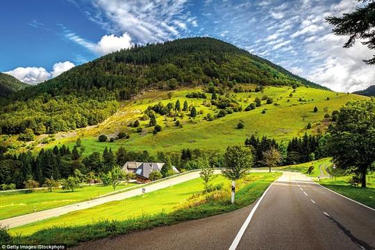 Du ngoạn dọc theo những quãng đường đẹp nhất thế giới - Ảnh 4.
