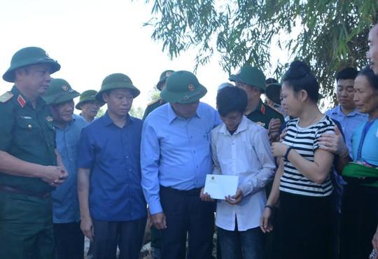 Phó Thủ tướng đề nghị tặng bằng khen phóng viên bị lũ cuốn - Ảnh 3.