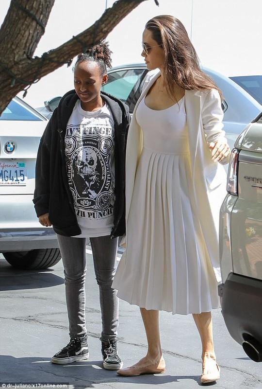 Pax Thiên tháo vát hộ tống Angelina Jolie - ảnh 5