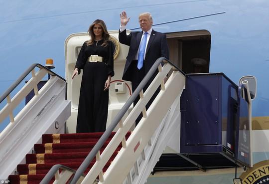 Quốc vương Ả Rập Saudi ra tận sân bay đón ông Trump - ảnh 2