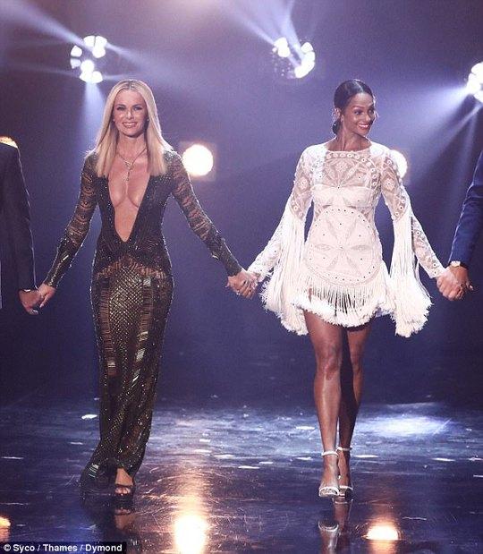Amanda Holden bị chỉ trích dữ dội vì mặc hở - Ảnh 3.