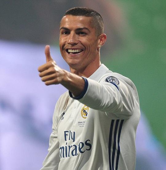 Rộ tin Ronaldo thuê người đẻ cùng lúc 2 đứa con - Ảnh 1.