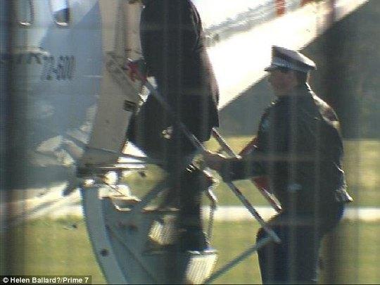 Nghe la hét có bom, hành khách nhảy khỏi máy bay - ảnh 2
