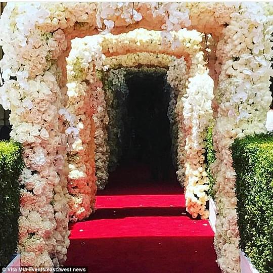 Đám cưới con tài phiệt Nga khiến Hollywood choáng ngợp - Ảnh 4.