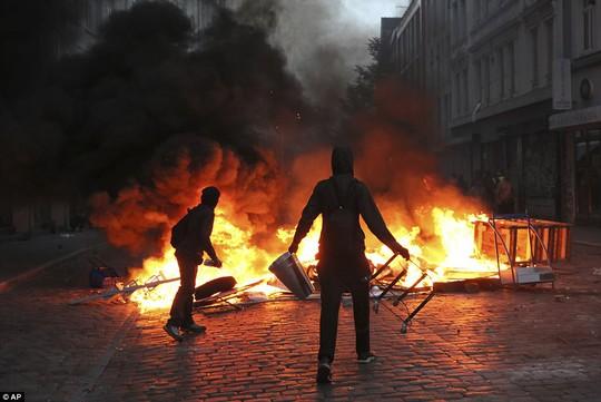 Biểu tình bạo lực phản đối G20, gần 200 cảnh sát bị thương - Ảnh 11.