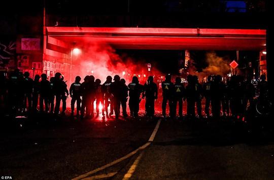 Biểu tình bạo lực phản đối G20, gần 200 cảnh sát bị thương - Ảnh 2.