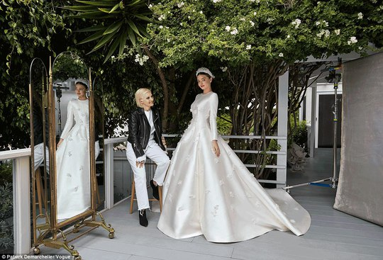 Miranda Kerr lộng lẫy với áo cưới Dior - Ảnh 3.