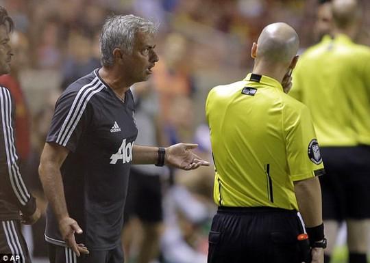 Cãi trọng tài, Mourinho khiến học trò bị đuổi - Ảnh 2.