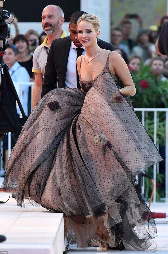 Jennifer Lawrence lộng lẫy tại LHP Venice - Ảnh 6.