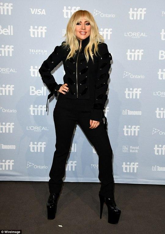Lady Gaga kín đáo vẫn quái dị trên thảm đỏ - Ảnh 6.