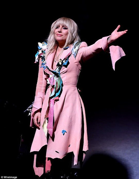 Lady Gaga kín đáo vẫn quái dị trên thảm đỏ - Ảnh 5.