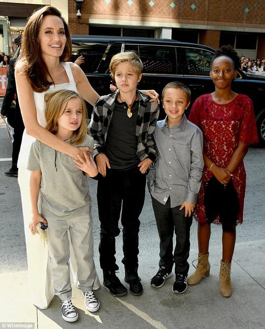 Angelina Jolie rạng ngời cùng các con trên thảm đỏ - Ảnh 6.