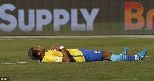 Cầu thủ Brazil thở oxy sau trận hòa Bolivia - Ảnh 4.
