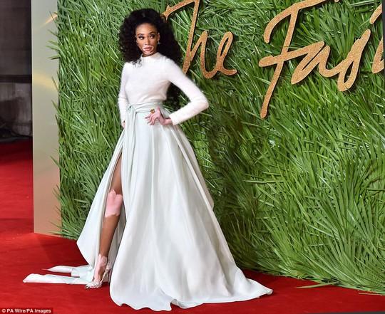 Chân dài tụ hội trên thảm đỏ giải thưởng thời trang - Ảnh 8.