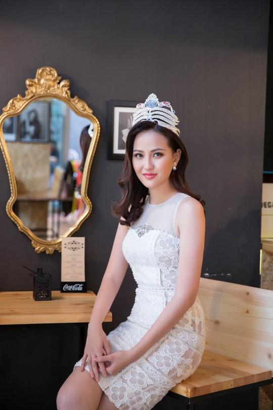 """Hoa hậu Khánh Ngân khẳng định không có """"đại gia"""" chống lưng - Ảnh 3."""