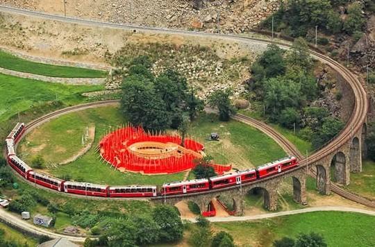 Những tuyến đường sắt ấn tượng trên thế giới - Ảnh 5.