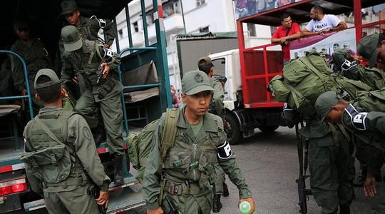 Bị Mỹ đe dọa, Venezuela tập trận rầm rộ - Ảnh 1.