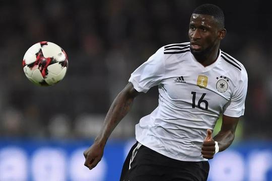 Chelsea bất ngờ mua trung vệ tuyển Đức - Ảnh 2.