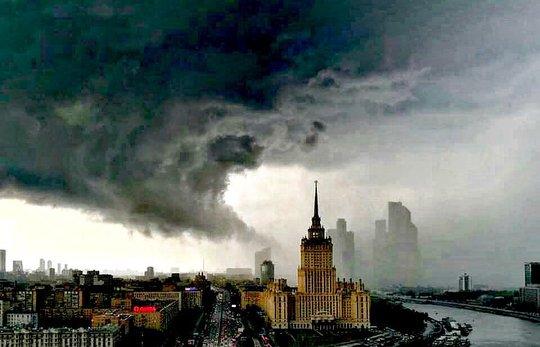 Bão lớn nhất trong vòng 90 năm càn quét Moscow - Ảnh 1.