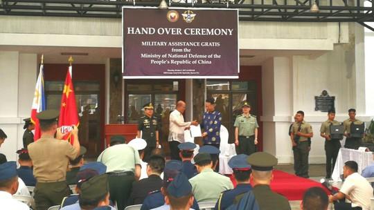 Philippines trưng biểu tượng Đài Loan khi nhận vũ khí Trung Quốc - Ảnh 1.