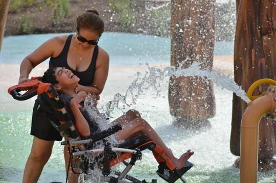 Cha xây công viên giải trí 51 triệu USD cho con gái khuyết tật - Ảnh 3.