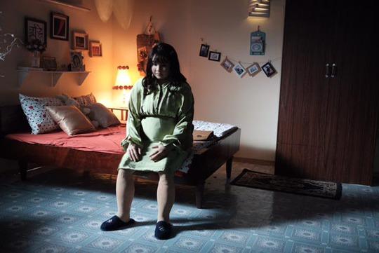 Minh Hằng khác lạ với tạo hình gái béo - Ảnh 1.