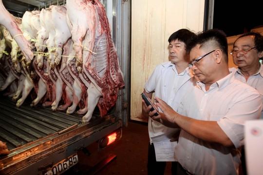 TP HCM: Thịt heo không rõ nguồn gốc đầy chợ đầu mối! - Ảnh 2.