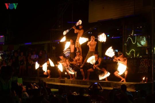 Những người đùa với lửa ở Thái Lan - Ảnh 8.