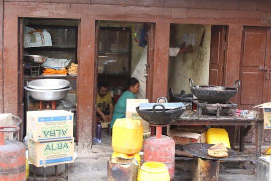 Nepal: Lạc lối ở Thamel - Ảnh 25.