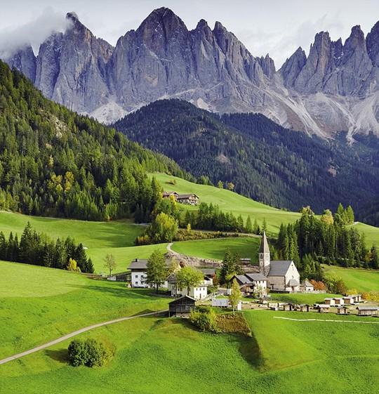 Du ngoạn dọc theo những quãng đường đẹp nhất thế giới - Ảnh 8.